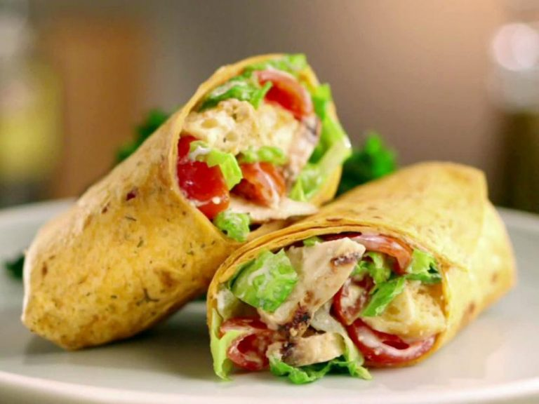 Chicken rolls and anchovy sauce: easy, quick and fun recipe