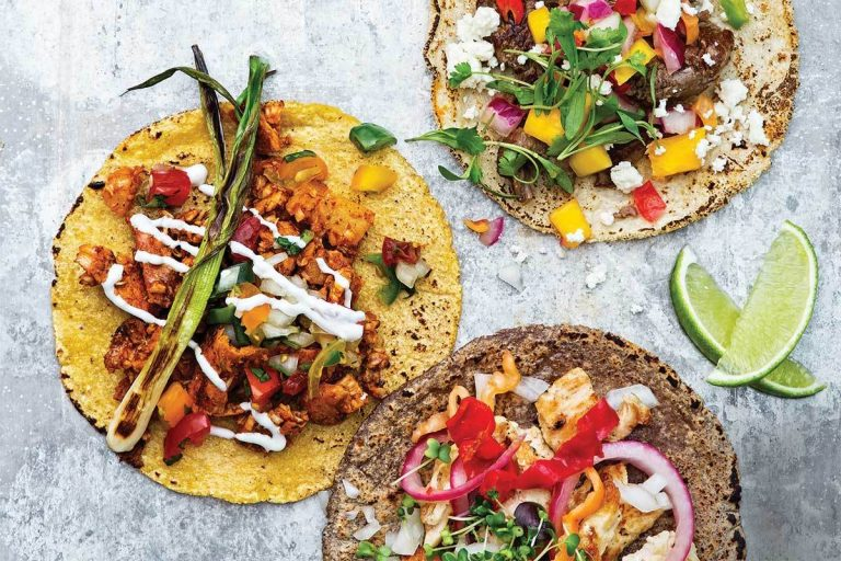 Guacamole, tacos, fajitas and enchiladas. Seven recipes for a Mexican party at home (and the best utensils to prepare them)